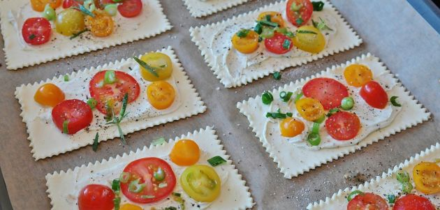 Focaccia popularna talijanska pogača s cherry rajčicom