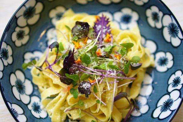 salata tjestenina hrana
