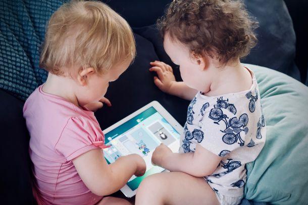djeca ekrani igranje dječja zabava