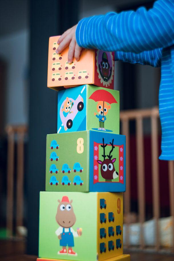 igranje kocke dijete djeca