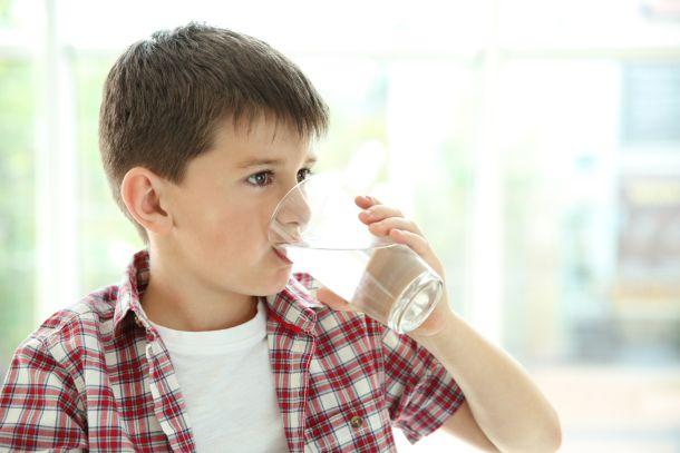 djeca-piju-vodu-1