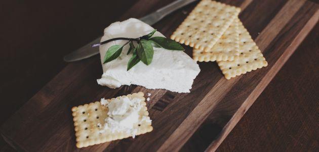 krekeri i sir hrana