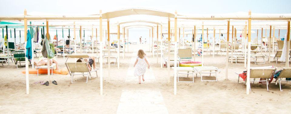 Na što sve treba pripaziti s djeteom na plaži ili bazenu