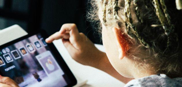 kompjuter tablet dijete djeca internet