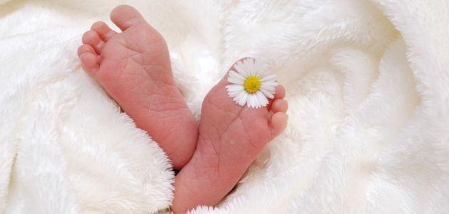 beba dijete kraljesnica noge