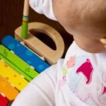 beba sviranje instrument instrumenti dijete