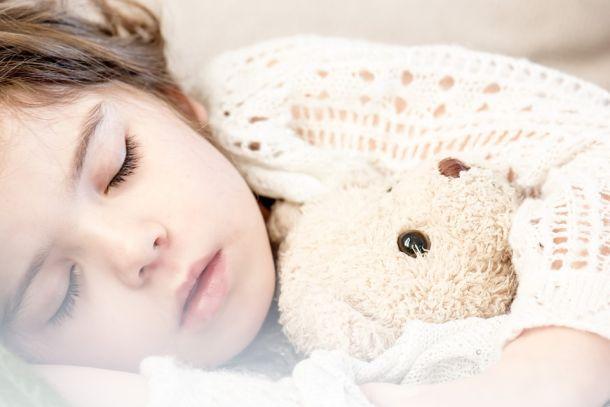 dijete igračke spavanje djeca