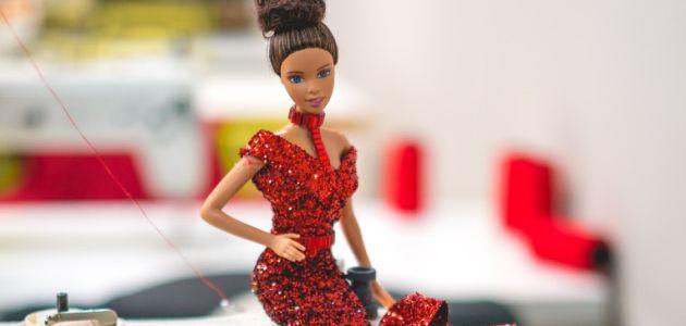 Lutke Barbie u blagdanskom ruhu