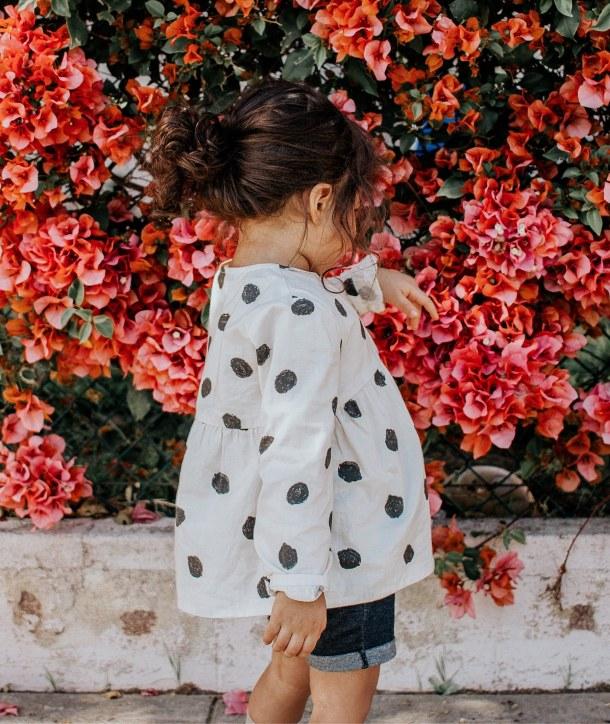 djevojčica djeca cvijeće