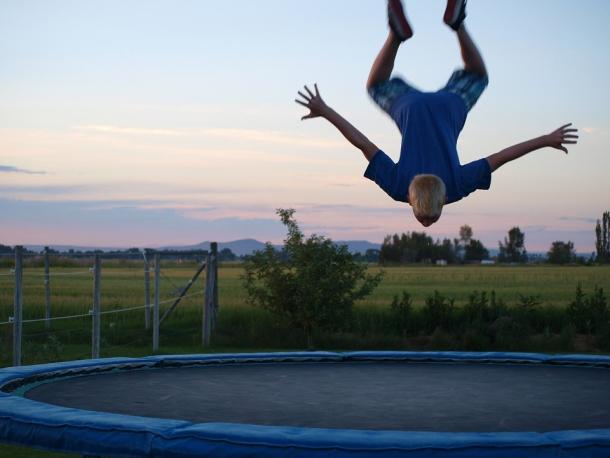 trampolin skakanje djeeca