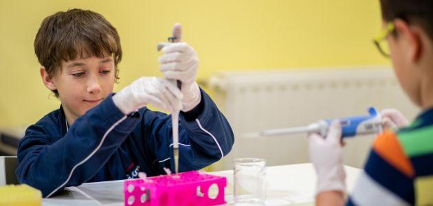 Osnovnoškolci uče o prijenosu koronavirusa