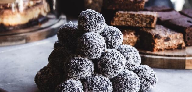 Kolači koji se ne peku: Brze i ukusne puding kuglice s kokosom