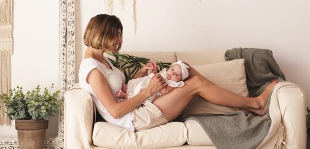 Kada beba počinje samostalno držati glavu uspravno?