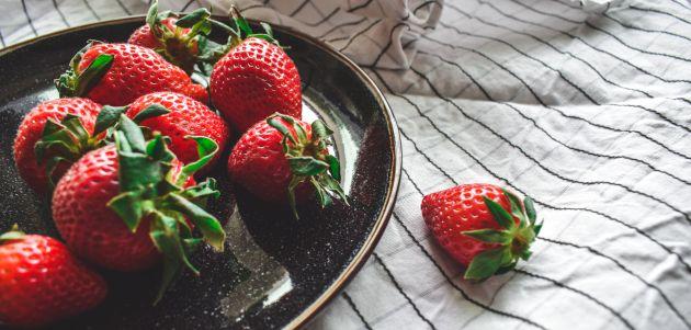 Rolada od jagoda proljetni kolač koji osvježava