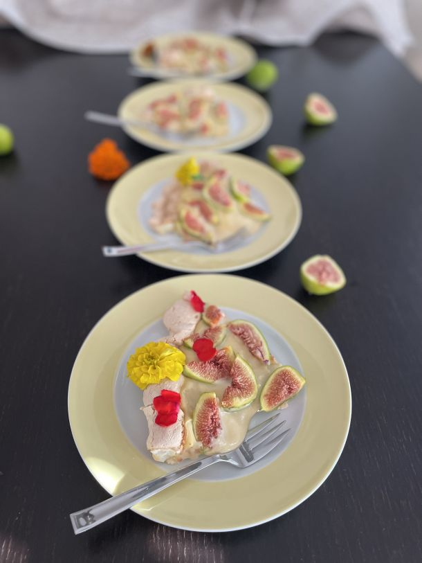 pavlova torta sa smokvama desert